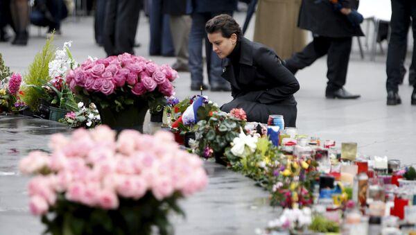 Une cérémonie en mémoire des artentats de Paris - Sputnik France