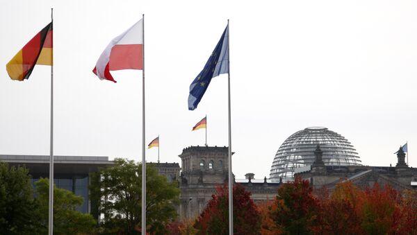 Les drapeaux de la Pologne, de l'Allemagne et de l'UE - Sputnik France