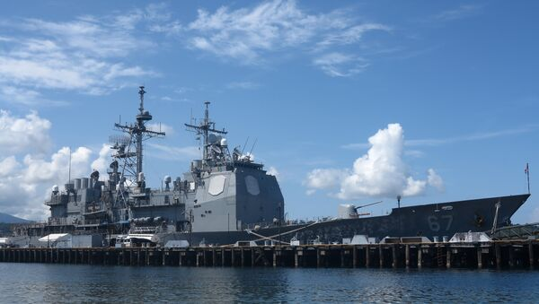 The guided missile cruiser USS Shiloh is anchored at Subic Bay, a former US naval base in the Philippines, on May 30, 2015 - Sputnik France