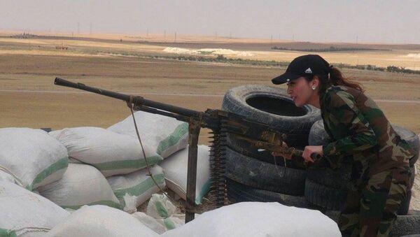 Une Syrienne combattant Daech - Sputnik France