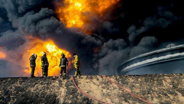 Un réservoir de pétrole en flammes à Ras Lanouf - Sputnik France