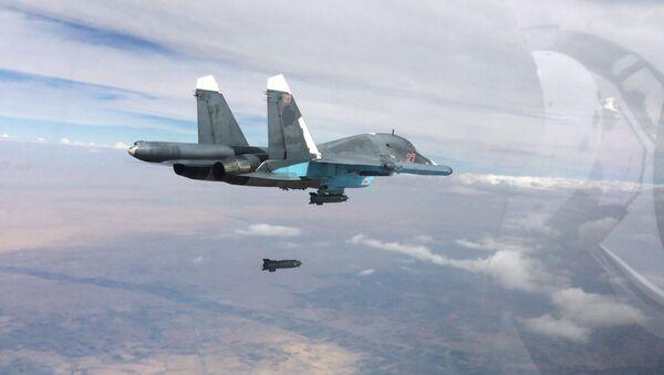 Le chasseur-bombardier Su-34 effectue une frappe aérienne sur les positions de Daech en Syrie - Sputnik France
