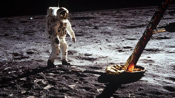 Un astronaute sur la Lune - Sputnik France