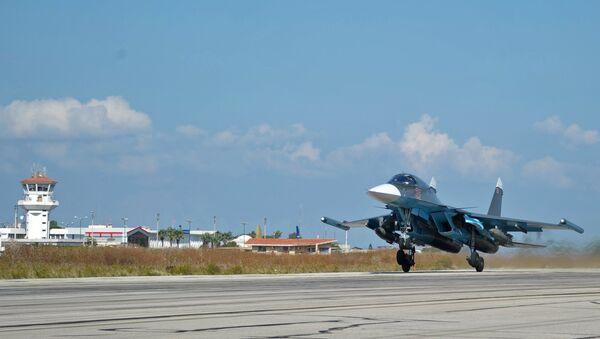 Avions militaires russes à Hmeymim Airbase, Syrie - Sputnik France