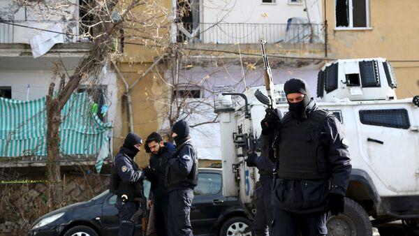 La police turque arrête des suspects - Sputnik France
