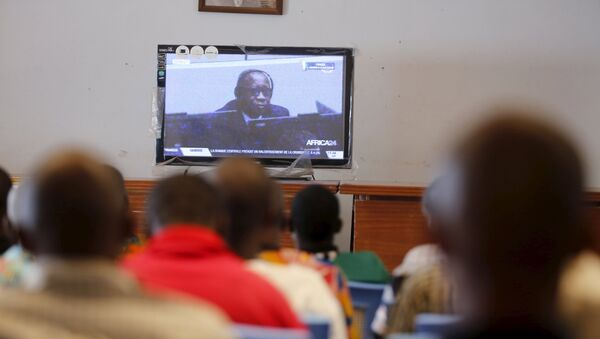 Supporters of former Ivory Coast President Laurent Gbagbo watch his trial on a screen in Gagnoa in western Ivory Coast, January 28, 2016.  - Sputnik France