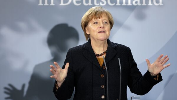 German Chancellor Angela Merkel delivers a speech during a reception at the chancellery in Berlin, Germany, Monday, Dec. 7, 2015 to mark the 60th. anniversary of the arrival of the first migrant workers in Germany. Slogan reads 'in Germany'. - Sputnik France