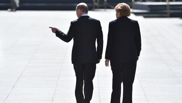 Le président russe Vladimir Poutine et la chancelière allemande Angela Merkel - Sputnik France