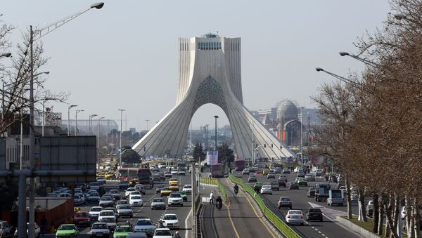 A picture taken on January 18, 2016 shows vehicles driving on a street in front of the Azadi Tower in the capital Tehran - Sputnik France