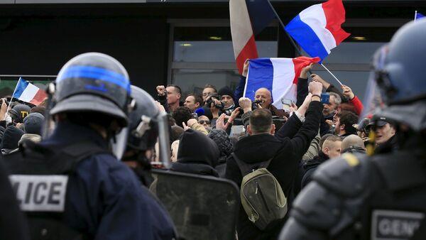 les français manifestant contre la migration - Sputnik France