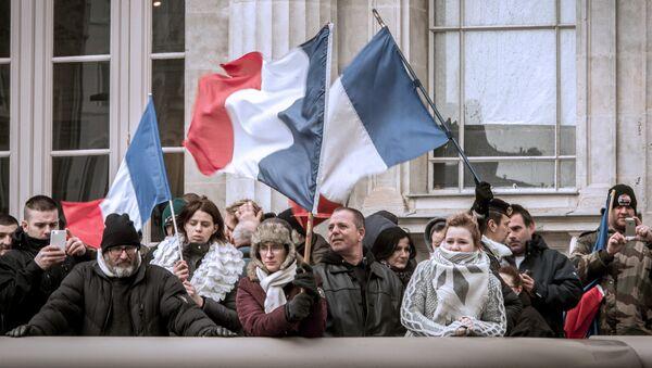 palais de justice de Boulogne-sur-Mer, gens soutiennent le général Christian Piquemal - Sputnik France