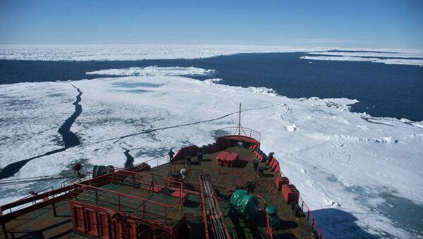 Le brise-glace atomique Yamal pendant l'expédition dans l'Arctique, l'hiver 2015 - Sputnik France