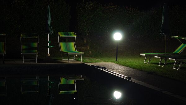Faudra-t-il bientôt stocker le pétrole dans des piscines? - Sputnik France