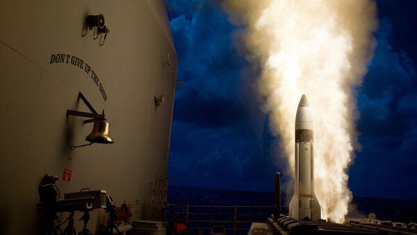 Un intercepteur SM-3 Bloc 1B est lancé depuis le croiseur lance-missiles - Sputnik France