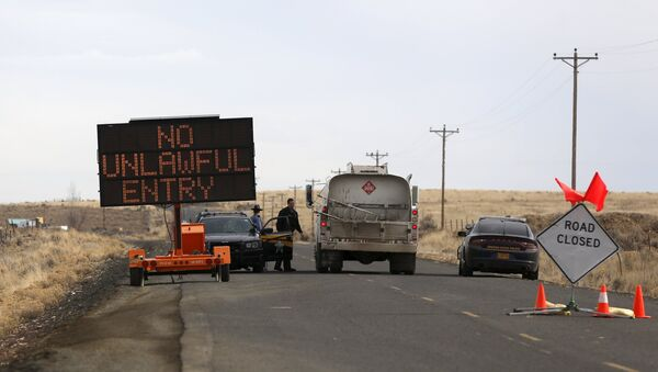 A law enforcement checkpoint is shown near the Malheur Wildlife Refuge outside of Burns, Oregon February 11, 2016. - Sputnik France