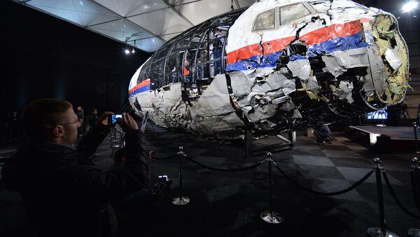 Présentation du rapport d'enquête technique sur le crash du Boeing malaisien dans le Donbass - Sputnik France