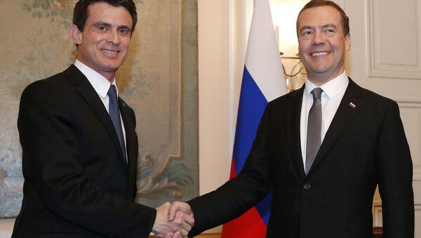 Valls et Medvedev - Sputnik France