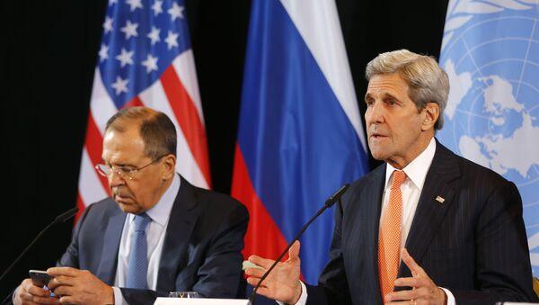 Le chef de la diplomatie russe Sergueï Lavrov et le secrétaire d'Etat américain John Kerry - Sputnik France
