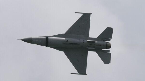 Истребитель F-16 - Sputnik France