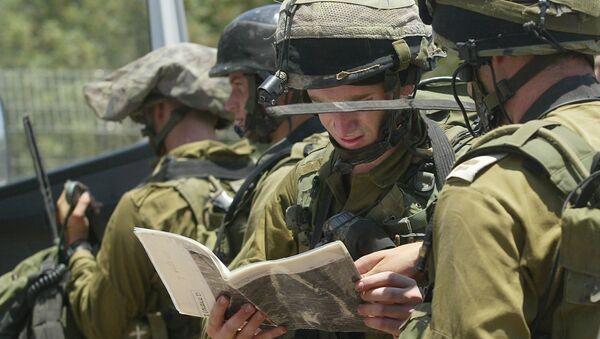 Photo d'illustration. Des soldats israéliens scrutent une carte. - Sputnik France