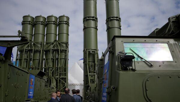 Une batterie de S-300 - Sputnik France