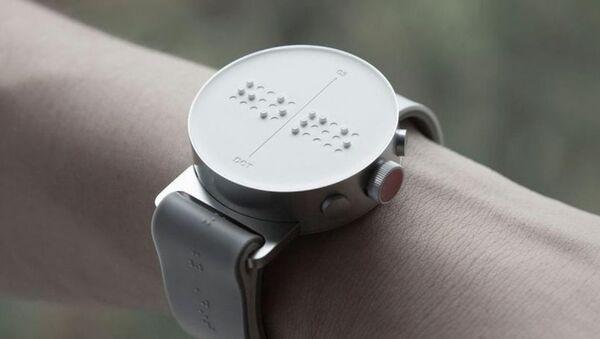 The Dot montre connectée équipée d'un afficheur en braille - Sputnik France