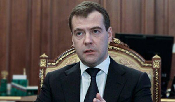 Medvedev: le soutien étatique des programmes de l'emploi doit être poursuivi - Sputnik France