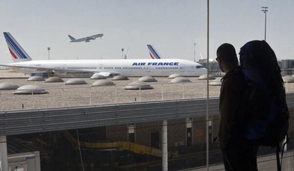 Endormie dans l'avion, une Française retourne à la case de départ - Sputnik France