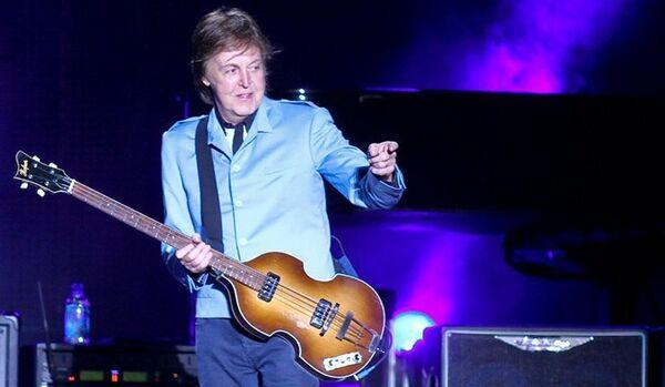 Paul McCartney attaqué par des criquets lors d'un concert - Sputnik France