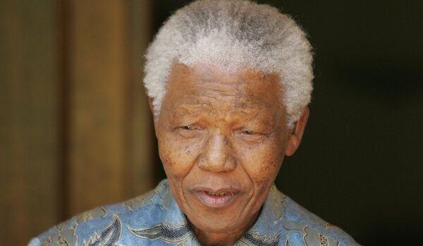 Les médecins conseillent d'éteindre la machine qui maintient Mandela en vie - Sputnik France