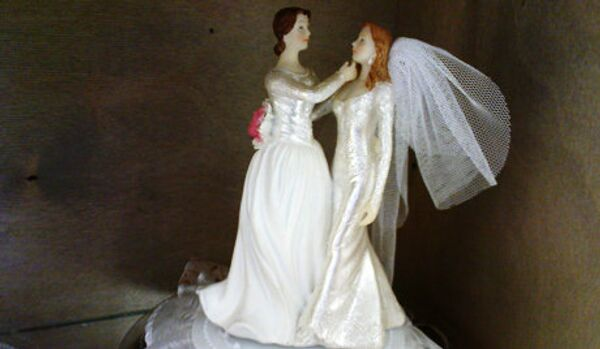 Elizabeth II donne son assentiment au mariage homosexuel - Sputnik France