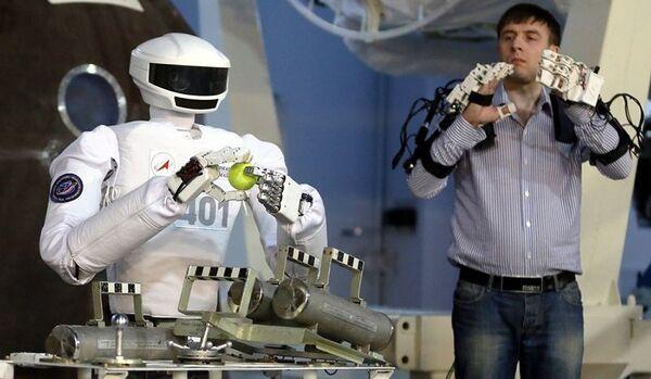Espace : présentation du premier robot androïde russe - Sputnik France