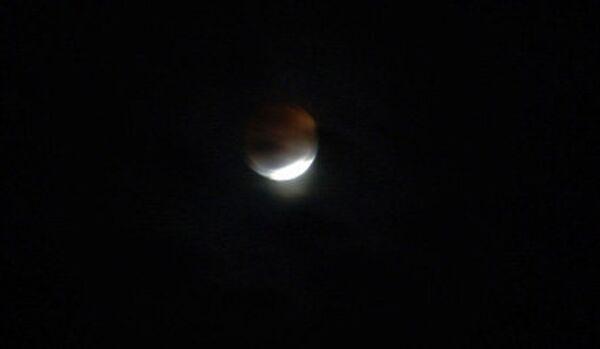 Eclipse lunaire totale dans la nuit de lundi à mardi visible depuis l'Amérique - Sputnik France