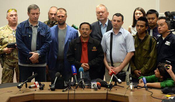Le « groupe de contact » sur l'Ukraine s'est entretenu avec les miliciens sur le crash du Boeing - Sputnik France