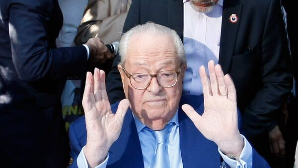 Jean-Marie le Pen, former head of the far-right party National Front, gestures after a press conference in Marseille, southern France, Saturday, Sep. 5, 2015. - Sputnik France