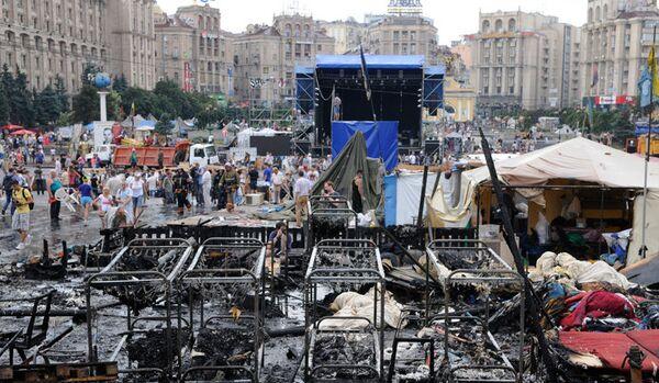 Kiev : des dizaines de pièces d'équipement continuent à déblayer le Maïdan - Sputnik France