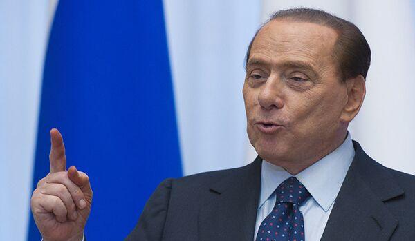Berlusconi accuse l'Occident d'avoir une attitude irresponsable envers la Russie - Sputnik France
