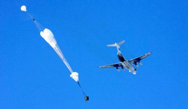 Exercices russo-serbes : des parachutistes russes ont largué le matériel militaire en Serbie pour la 1e fois - Sputnik France