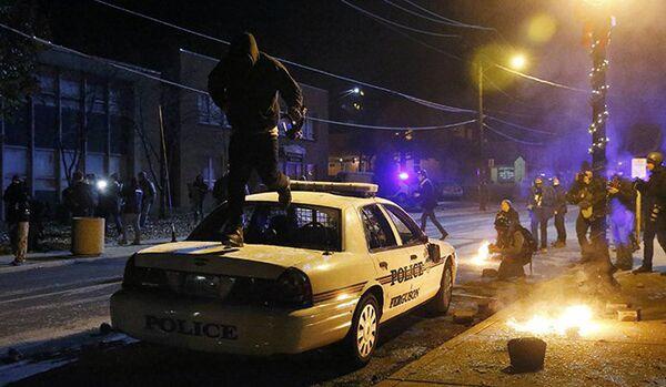 Ferguson : les correspondants de Rossiya Segodnya ont été attaqués - Sputnik France