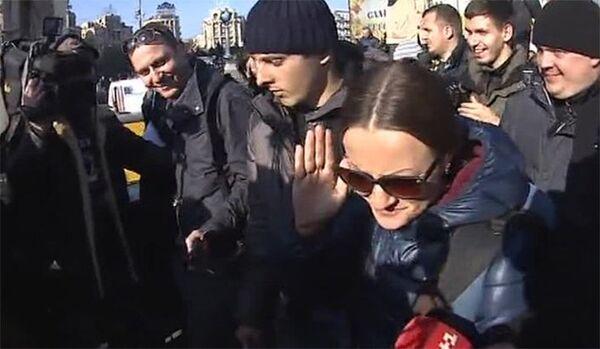 Une journaliste russe a été battue à Kiev (médias) - Sputnik France