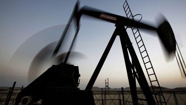 Pétrole: le baril de Brent plonge sous les 57 USD - Sputnik France