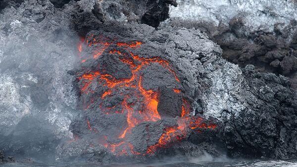 Eruption volcanique aux Tonga: une nouvelle île est née - Sputnik France