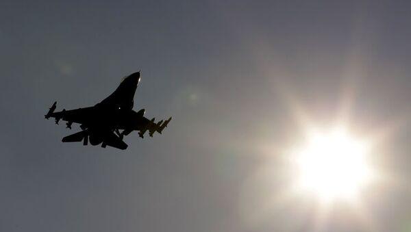 Dix morts, 13 blessés dans le crash d'un F-16 grec en Espagne - Sputnik France