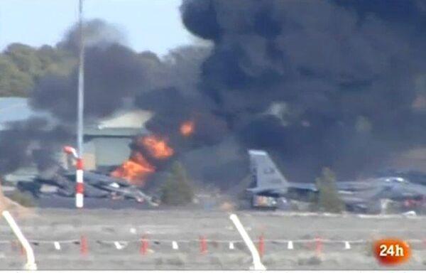 Espagne: huit Français, deux Grecs tués dans le crash d'un F-16 Grec - Sputnik France