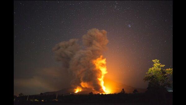 L'éruption d'un stratovolcan en Indonésie - Sputnik France
