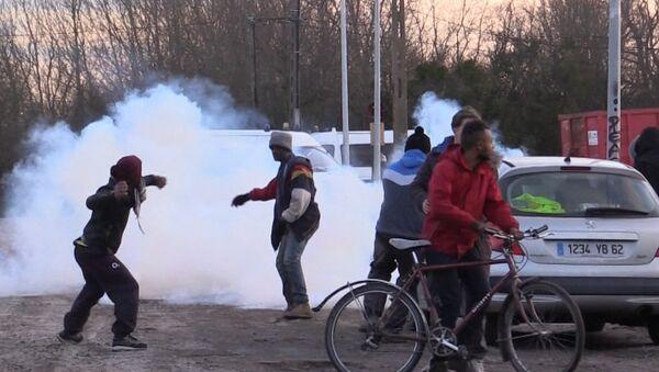 Des affrontements lors du démantèlement de la «jungle» de Calais - Sputnik France