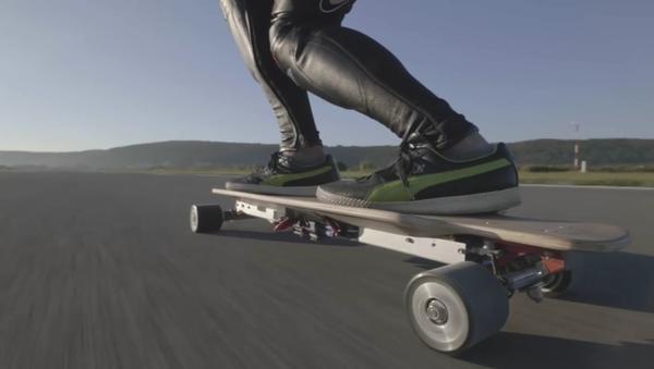 Le skateboardiste le plus rapide du monde - Sputnik France