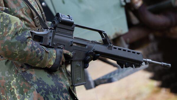 Le soldat allemand avec un fusil d'assaut Heckler & Koch G36 à un terrain d'entraînement militaire près de Weisskeissel, Allemagne - Sputnik France