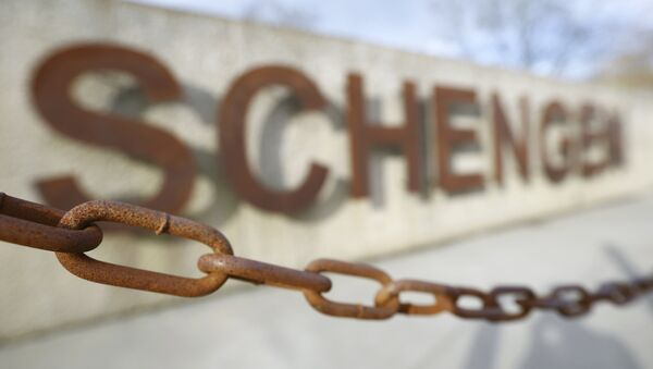 A rusty chain hangs in front of the quay of the small Luxembourg village of Schengen at the banks of the river Moselle January 27, 2016. - Sputnik France