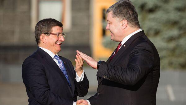 Le premier ministre turc Ahmet Davutoglu et le président ukrainien Piotr Porochenko - Sputnik France